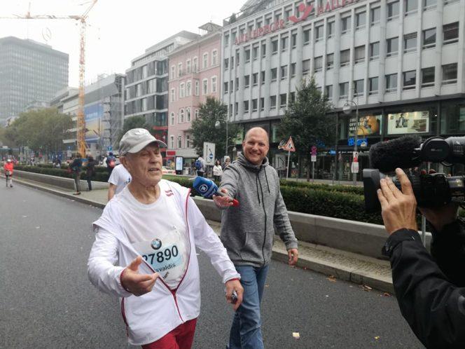 Der älteste Finisher bei Berlin Marathon 2017 – der Lette Visvaldis Lācis